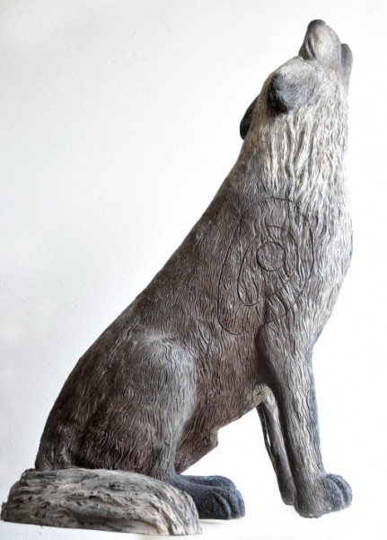 Leitold Timberwolf sitzend und heulend
