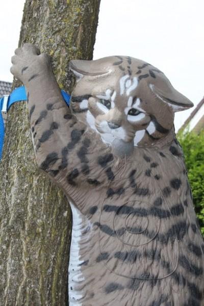 3D-Ziel kletternde Wildkatze