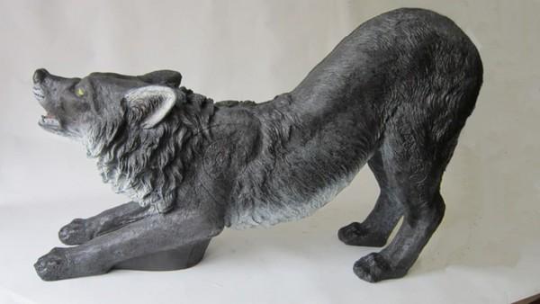3D-Ziel Schwarzwolf kniend